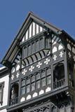 Edificio blanco y negro viejo en Chester imágenes de archivo libres de regalías