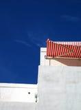 Edificio blanqueado de la playa imagen de archivo