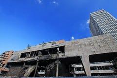 Edificio bombardeado en el capital de Serbia fotos de archivo libres de regalías