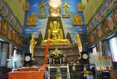 Edificio budista de la penetración hermosa en el nonthaburi buakwan Tailandia del wat del templo fotos de archivo
