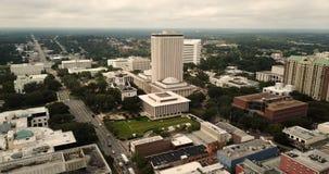 Edificio céntrico del capitolio del estado de Tallahassee la Florida del centro de ciudad almacen de metraje de vídeo