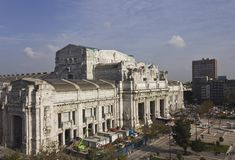 Edificio central de la estación de Milano Fotografía de archivo libre de regalías