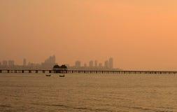 Edificio cerca del mar, Pattaya Tailandia Imagen de archivo