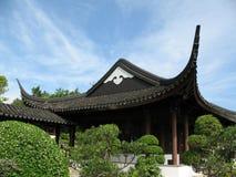 Edificio chino contra azul Imagen de archivo
