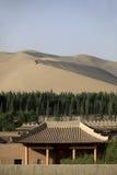 Edificio chino en el desierto foto de archivo libre de regalías