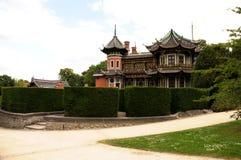 Edificio chino en parque Foto de archivo