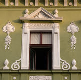 Edificio clásico del estilo arquitectónico en Brasov, Rumania, Transilvania, Europa Fotos de archivo