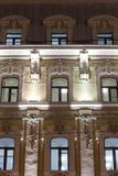Edificio clásico del estilo Iluminación de la tarde Imagen de archivo libre de regalías