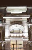 Edificio clásico del estilo Iluminación de la tarde Imagenes de archivo
