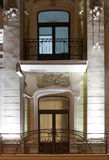 Edificio clásico del estilo Iluminación de la tarde Fotos de archivo libres de regalías