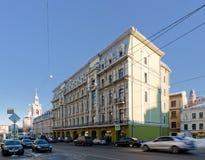 Edificio clásico del estilo Iluminación de la tarde Imágenes de archivo libres de regalías