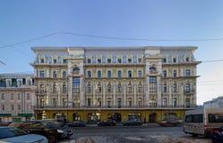 Edificio clásico del estilo Iluminación de la tarde Fotografía de archivo