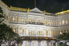 Edificio colonial en Singapur en la noche Imagen de archivo libre de regalías