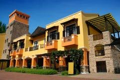 Edificio colorido, ángulo inferior Imagen de archivo libre de regalías