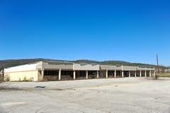 Edificio comercial abandonado Foto de archivo libre de regalías