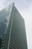 Edificio comercial del rascacielos que se levanta al cielo Imagen de archivo