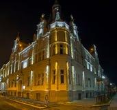 Edificio con la iluminación de la noche fotografía de archivo libre de regalías