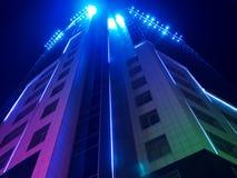 Edificio con la iluminación hermosa fotografía de archivo