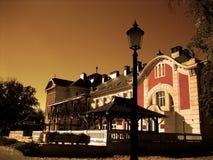 Edificio con la lámpara de la terraza y de calle Fotos de archivo libres de regalías
