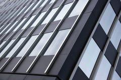 Edificio con las ventanas de cristal fotografía de archivo libre de regalías