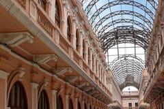 Edificio con los arcos del metal Fotografía de archivo