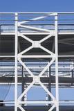 Edificio con marco de acero bajo construcción Fotos de archivo libres de regalías