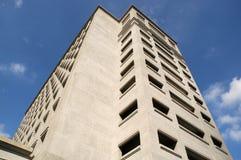 Edificio con muchas ventanas Foto de archivo libre de regalías