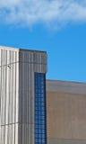 Edificio concreto de la ventana azul foto de archivo libre de regalías