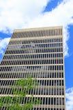 Edificio concreto y de cristal alto Fotografía de archivo libre de regalías