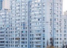 Edificio in condominio in una città Fotografia Stock Libera da Diritti