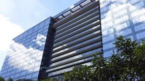 Edificio construido con el vidrio azul en la ciudad de Sao Paulo, el Brasil imágenes de archivo libres de regalías