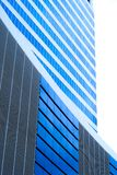 Edificio corporativo azul Fotos de archivo