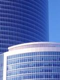 Edificio corporativo en el azul Imágenes de archivo libres de regalías
