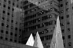 Edificio corporativo puntiagudo Imagen de archivo libre de regalías