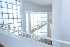 Edificio de alta tecnología con el tejado glassed foto de archivo