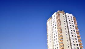 Edificio de apartamentos Fotos de archivo libres de regalías