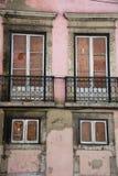 Edificio de apartamentos abandonado en Lisboa Imagen de archivo libre de regalías