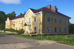 Edificio de apartamentos para varias familias Foto de archivo libre de regalías