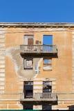 Edificio de apartamentos roto constructivo abandonado de la vivienda Fotografía de archivo libre de regalías