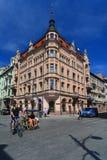 Edificio de apartamentos viejo hermoso en Lodz, Polonia fotos de archivo