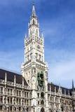 Edificio de ayuntamiento, Munich Alemania, Marienplatz, torre de reloj imagen de archivo
