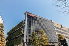 Edificio de Canon con diseño rojo del logotipo en Tokio Japón el 30 de marzo de 2017| Negocio moderno de la fabricación de la tec Foto de archivo libre de regalías