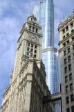 Edificio de Chicago Wrigley y torre del triunfo Imagen de archivo