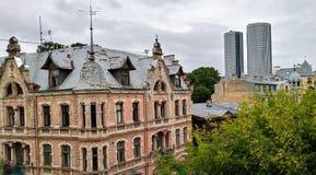 Edificio de cristal del jugendstyle del highrise de la arquitectura de Riga fotos de archivo