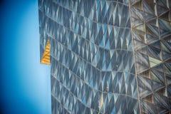 Edificio de cristal moderno en extracto foto de archivo libre de regalías