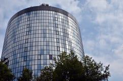 Edificio de cristal redondo Imágenes de archivo libres de regalías