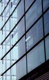 Edificio de cristal y concreto Imagen de archivo libre de regalías