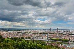 Edificio de Dieu de la pieza del La y vista de la ciudad de Lyon, Lyon, Francia Fotografía de archivo libre de regalías