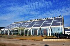 Edificio de energía solar foto de archivo libre de regalías