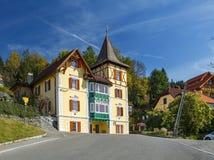 Edificio de entramado de madera viejo en la ciudad de Milstatt, Austria imagenes de archivo